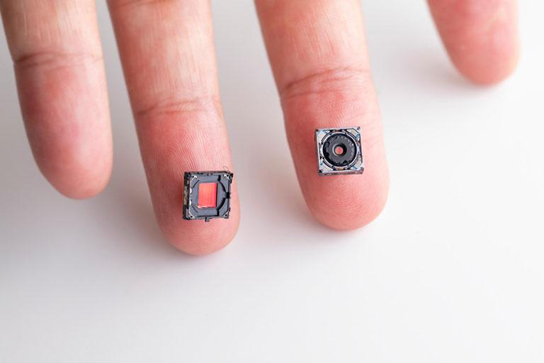 超小型カメラのレンズとCCD